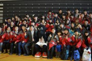 Visiting Chinese Students Give Carleton the Thumbs Up