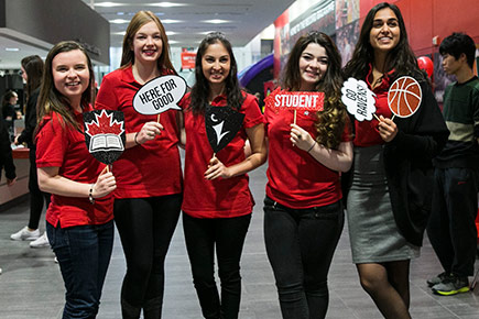 Students celebrate Giving Tuesday 2016 in Alumni Hall