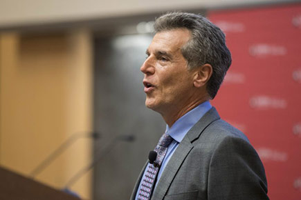 Thomas Homer Dixon speaks about climate change policy during the FPA Currents Lecture in September 2016.