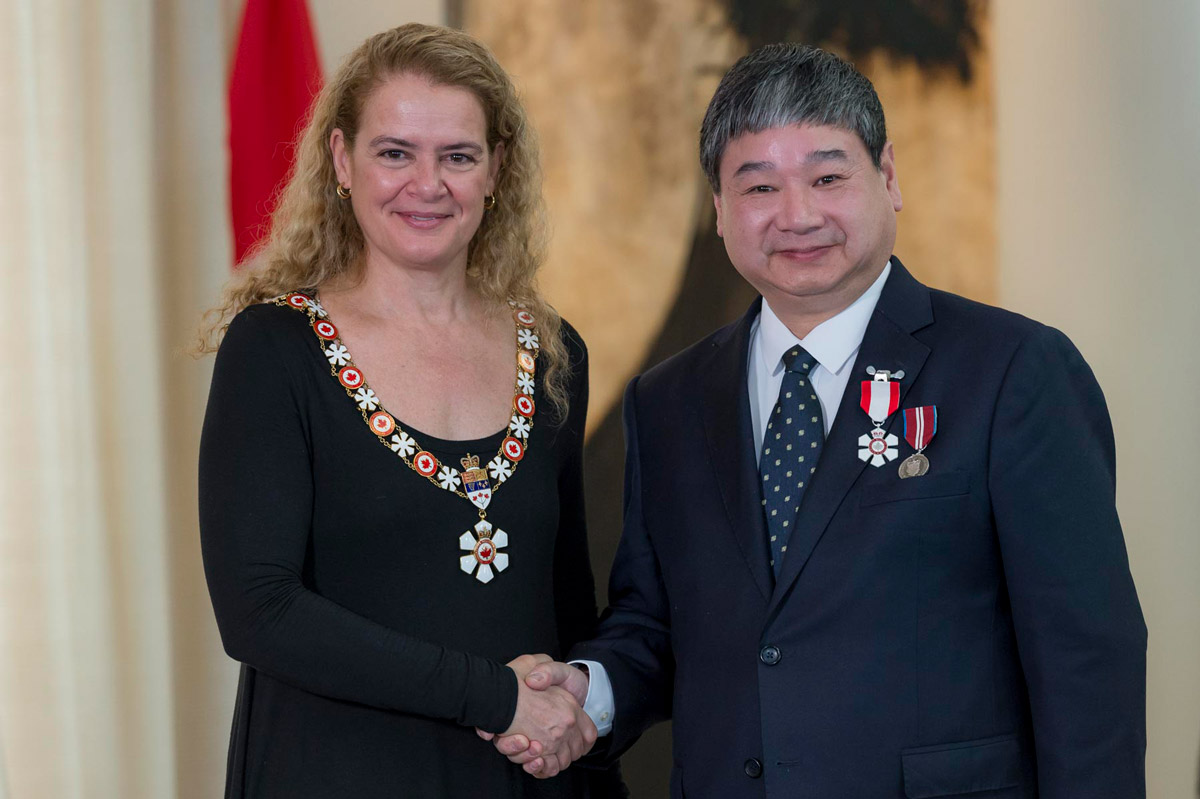 Her Excellency the Right Honourable Julie Payette, Governor General of Canada, invests Adjunct Prof. Yiyan Wu as a Members of the Order of Canada during a ceremony at the Citadelle of Québec, on February 12, 2019