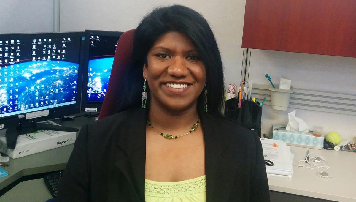 Carleton alumnus Yosha Mendis