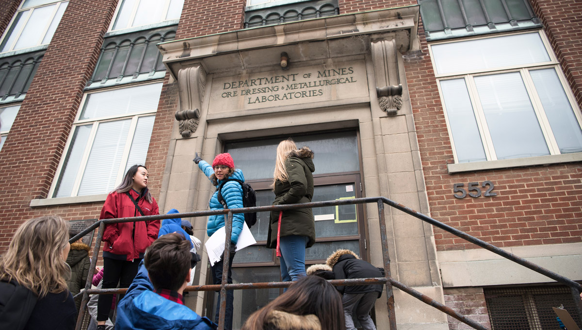 Prof. Mariana Esponda teach elementary students on the steps of the Booth Street complex.