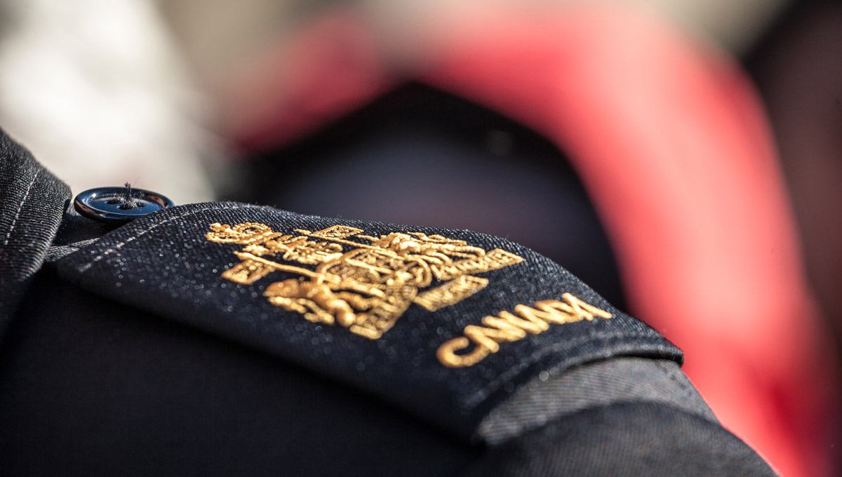 Picture of a closeup on a shoulder pad of a Canadian service an with the official coat of arms of Canada