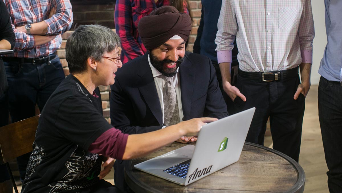BCS intern Anna Malchow-Perryman speaks with The Honourable Minister of Innovation, Science and Economic Development, Navdeep Bains