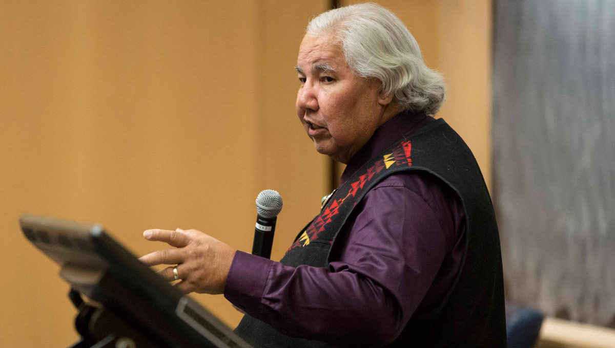 Senator Murray Sinclair, the chair of Canada's Truth and Reconciliation Commission (TRC), speaks at a podium.