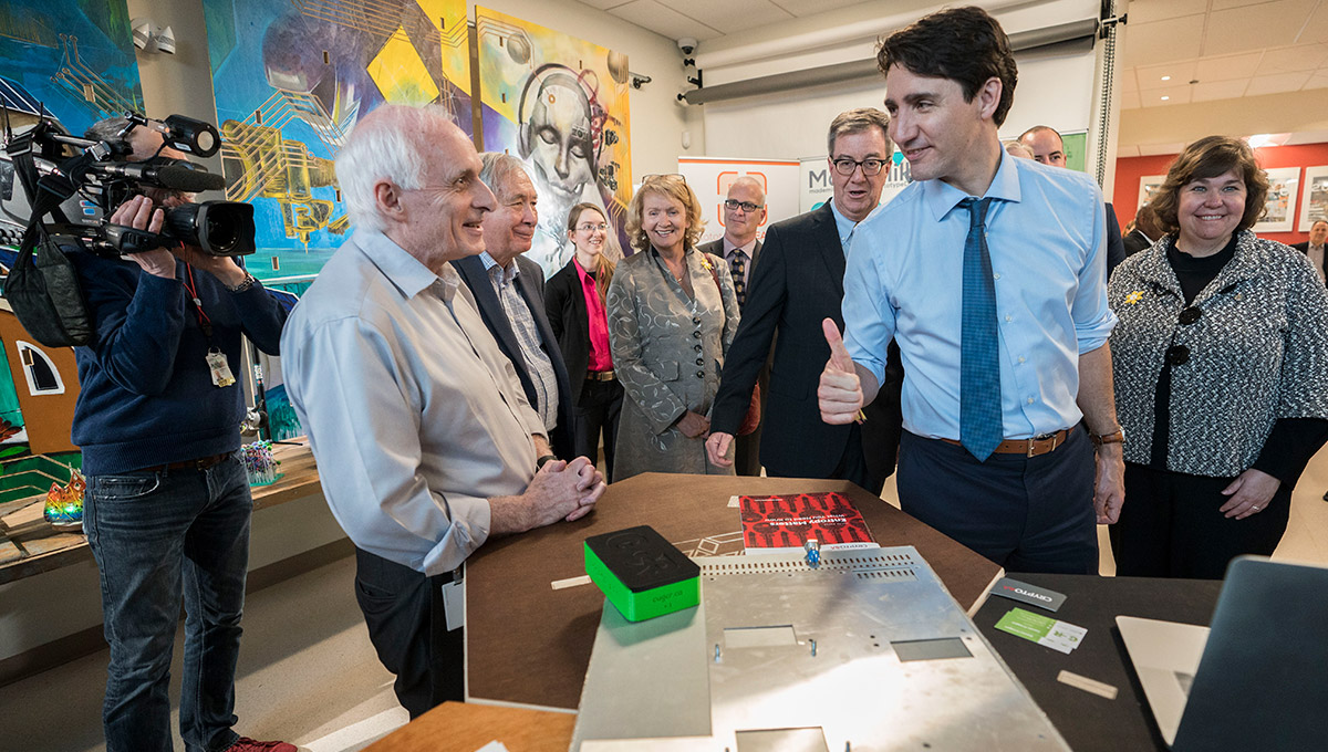 Prime Minister Justin Trudeau meets the people beghind the Global Cybersecurity Resource.
