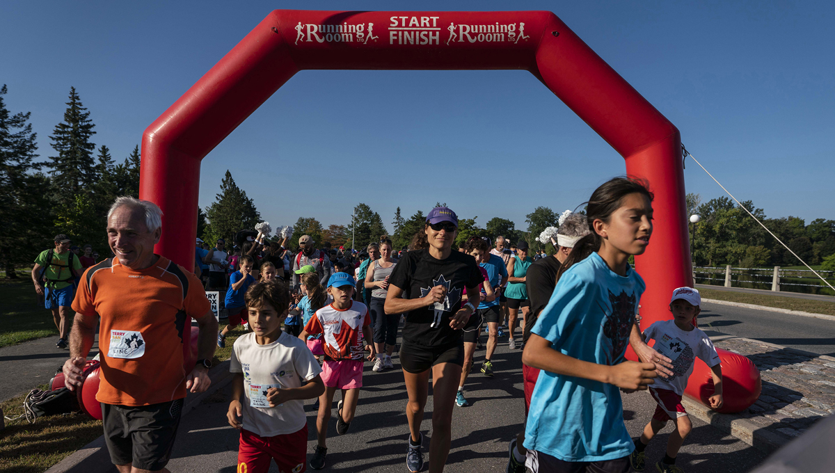 The race begins under an archway. Runners participate in the 2018 Terry Fox Run, one of the many Throwback homecoming events that took place in September.