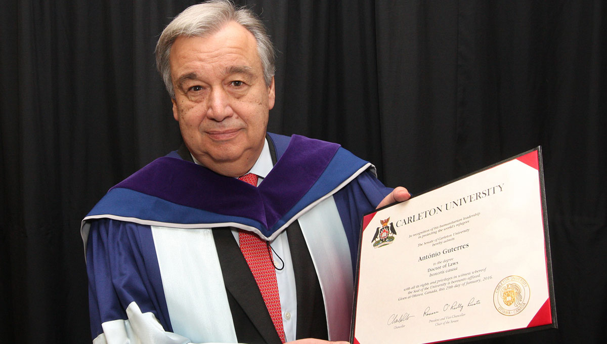 On Jan. 29, 2016, Carleton University awarded Antonio Guterres a Doctor of Laws, honoris causa in recognition of his humanitarian leadership in protecting the world's refugees