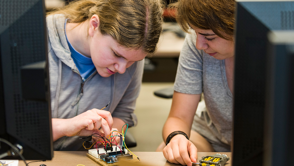 Virtual Ventures Coding Workshop for Girls Offers Glimpse into Future Career Options