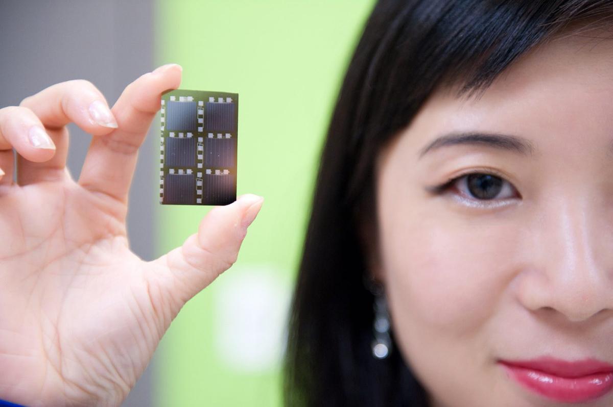 Winnie Ye holding a computer chip